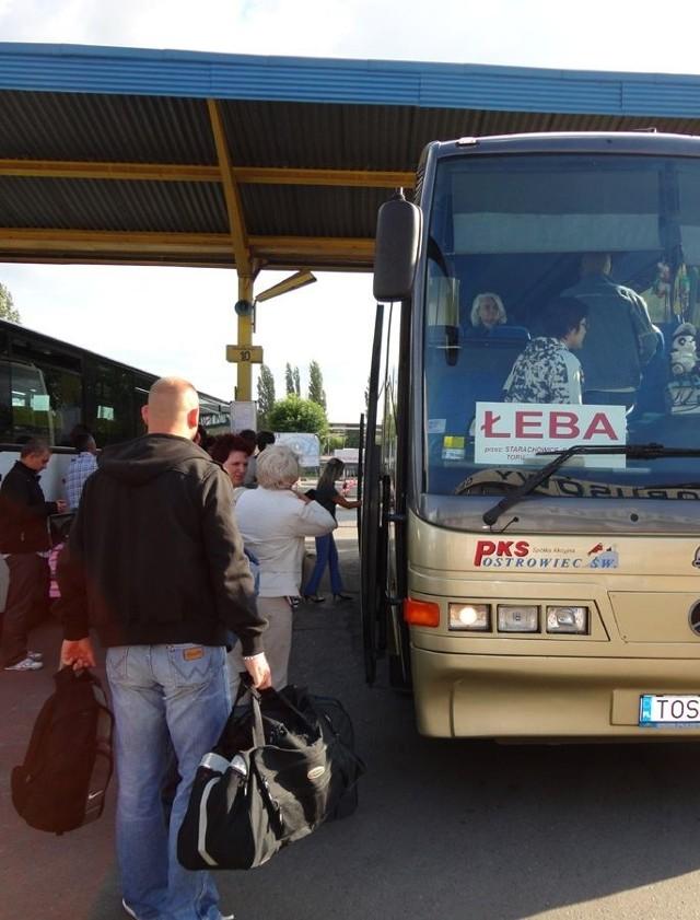 Autobus z Ostrowca do Łeby odjeżdża codziennie o godzinie 18.