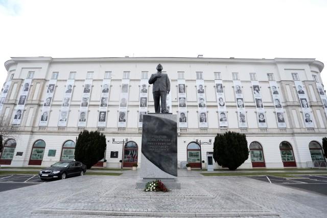 W sobotę mija 11 lat od rozpoczęcia śledztwa w sprawie katastrofy tupolewa z 10 kwietnia 2010 r. w Smoleńsku, w której zginęło 96 osób, w tym prezydent Lech Kaczyński.