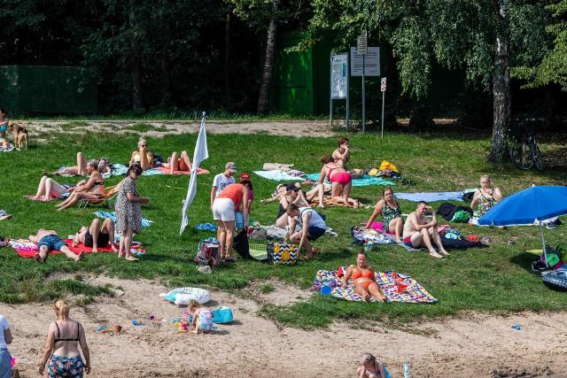 Zalew Czapielówka w Czarnej Białostockiej jak zwykle przyciągnął plażowiczów. Mieszkańcy korzystali z ładnej pogody