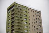 W Białymstoku powstaje nowy mural. Wzór z tkaniny dwuosnowowej ozdobi jeden z bloków przy ul. Skłodowskiej (zdjęcia)