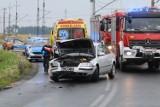 Wypadek czterech aut na DW364. Urwane koła, zniszczony kamper [ZDJĘCIA]
