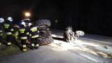 Wypadek w Przęsinie pod Miastkiem [26.03.2020]. Zderzenie samochodu osobowego z ciągnikiem rolniczym [zdjęcia, wideo]