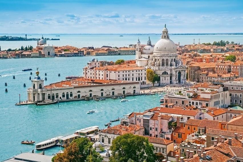 Europa jest pełna idealnych miast na romantyczny wyjazd dla...