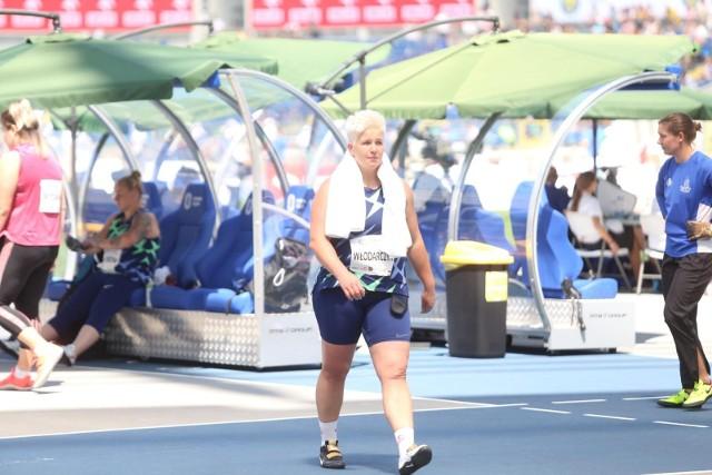 Anita Włodarczyk, pochodząca z Rawicza rekordzistka świata w rzucie młotem, coraz pewniejszym krokiem zmierza do Tokio. Nasza mistrzyni w Memoriale Kusocińskiego w Chorzowie przegrała w niedzielę wprawdzie znowu z Malwiną Kopron, ale jej rzuty są już lepsze niż na początku sezonu