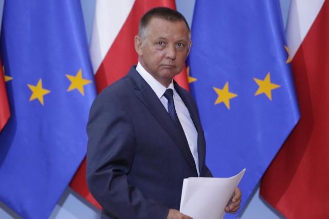 Błażej Spychalski, rzecznik prezydenta, mówił na antenie RMF FM, że Andrzej Duda jest zaniepokojony sprawą szefa NIK Mariana Banasia. Dodał, że prezydent nie ma żadnych uprawnień, aby doprowadzić do odwołania Banasia.