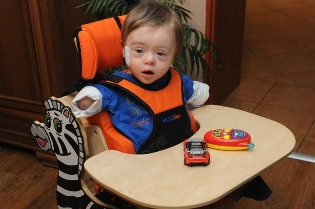 Bartuś wygrał walkę z chorobą, ale stracił rączki i nóżki.