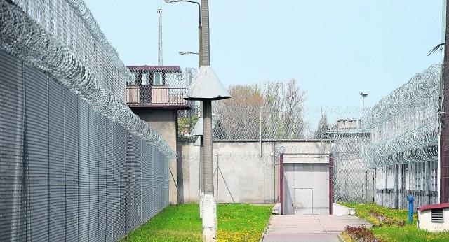Więźniowie z Sieradza będą szyć kombinezony ochronne