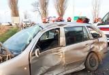 Wypadek na DK78 w Sączowie. TIR zderzył się z samochodem osobowym. 19-letni kierowca w krytycznym stanie. Trasa zablokowana