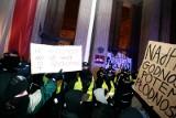 Strajk Kobiet: Fotoreporterka Agata Grzybowska zatrzymana. Przedstawiciele policji i MSWiA nie przyszli na senacką komisję