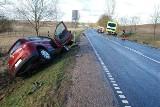 Wypadek w Uniechówku. Z auta wypadły pornosy, a kierowca był bez majtek!