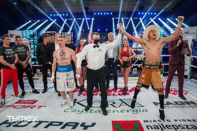W tak szalony sposób Meksykanin Erick Encinia cieszył się ze zwycięstwa i ze zdobycia tytułu międzynarodowego mistrza Polski w wadze lekkiej