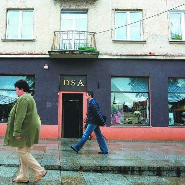 We czwartek z samego rana do zajmowanego od 35 lat przez Desę lokalu przy Rynku Kościuszki 17 wkroczył komornik.