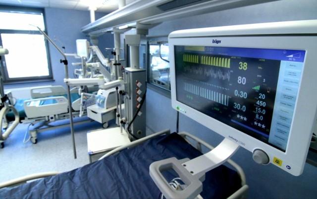 Cały czas przybywa pacjentów, którzy wymagają podłączenia do respiratora.