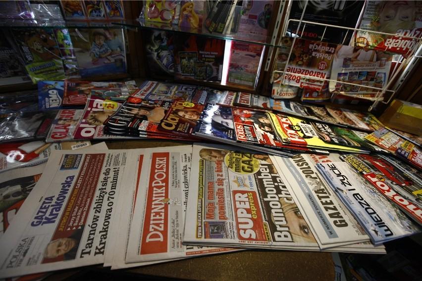 Wydawcy gazet uspokajają: Nie było przypadków zakażenia się koronawirusem przez dotyk do powierzchni drukowanych