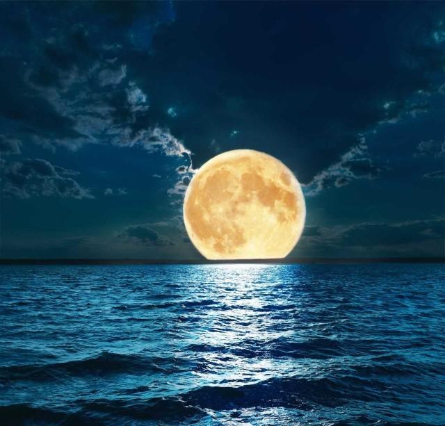 Podczas tej ostatniej w tym roku pełni superksiężyca, jego tarcza będzie wyjątkowo duża i jasna