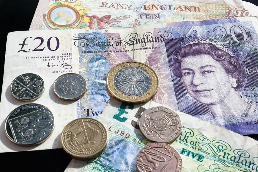 9. Ile kosztuje funt?...