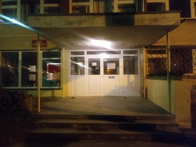 Internat w niedzielę wieczorem był zamknięty. Podobnie będzie w poniedziałek.