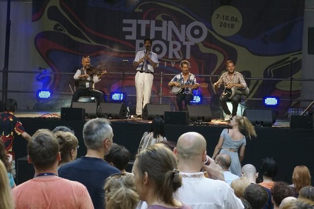 Dzięki obecności zespołów z różnych stron świata Ethno Port przyciąga tłumy