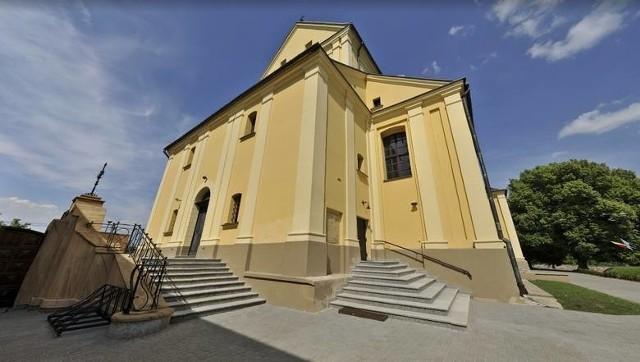 Kompleks Kurii Biskupiej w Drohiczynie jest ogrodzony, monitorowany i zabezpieczony alarmem. Sprawca był jednak doświadczonym włamywaczem, który już wtedy miał na koncie kradzieże w obiektach sakralnych i plebaniach.