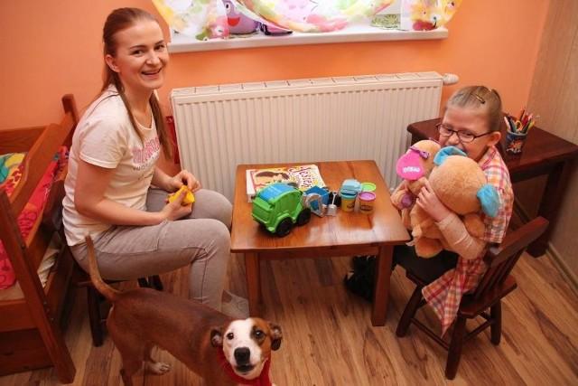 Lucyna Bielecka jest dla swojej 9-letniej córki Nikoli nie tylko mamą, ale i pielęgniarką, rehabilitantką, towarzyszem zabaw