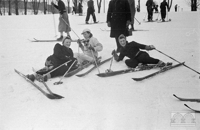 Pod Kopcem Kościuszki było kiedyś prawdziwe centrum sportów zimowych. Zdjęcie z 1941 roku.