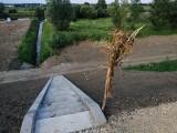Wzdłuż Wisły w Broszkowicach (gm. Oświęcim) zakończyła się rozbudowa wałów przeciwpowodziowych. Mieszkańcy wsi mogą odetchnąć [ZDJĘCIA]