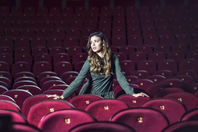Klaudia Halejcio już wkrótce zostanie mamą. Młoda aktorka i jedna z największych gwiazd social media w naszym kraju pokazała,  jak w trakcie ciąży zmienia się jej ciało. Aktorka nadal wygląda obłędnie.Szczegóły i zdjęcia w dalszej części galerii >>>