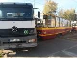 Wypadek na ul. Kilińskiego! Półciężarówka zderzyła się z tramwajem