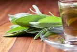 Herbata czarna czy zielona? A może zioła? Sprawdź, co pić