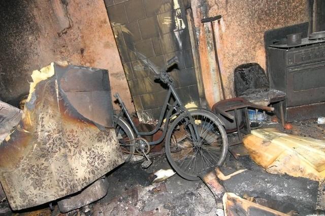 11 osób zostalo ewakuowanych we wtorek w nocy z budynku przy ul. Podgórnej w Slupsku. Okolo pólnocy w jednym z mieszkan wybuchl pozar. W akcji ratowniczej bralo udzial piec zastepów strazaków.