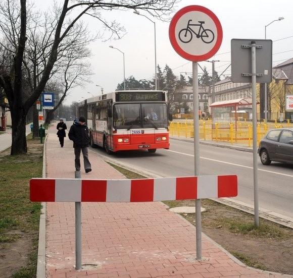 """Urzędnicy nie wiedzą, jak przywrócić ruch rowerów na ścieżce rowerowej. Wie to Stowarzyszenie """"Rowerowy Szczecin"""", które swoje pomysły wysłało do miasta."""