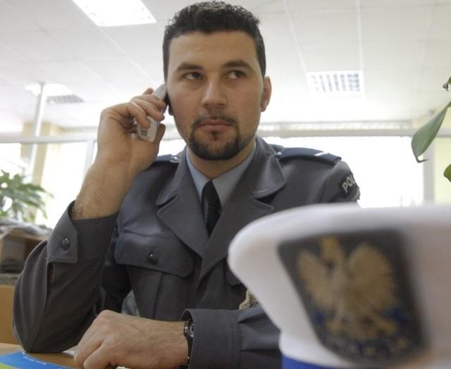 Sierżant Dwulit w czasie redakcyjnego dyżuru.