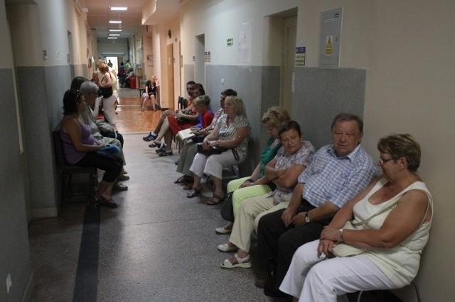 Kolejka do lekarza w Poradni Endokrynologicznej Szpitala Wojewódzkiego. W tym roku do tego specjalisty już nie rejestrują.