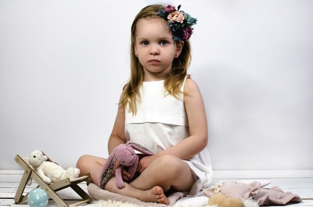Paulinka Szargut z Opola ma 5 lat i wygląda jak jej rówieśnicy. W ciele dziecka rozwija się jednak podstępna choroba genetyczna. Ratunkiem może być lek ze Stanów Zjednoczonych. Półroczna terapia kosztuje pół miliona złotych, a na tym nie koniec.