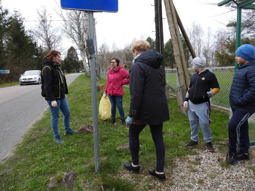 Mieszkańcy Smołdzińskiego Lasu do akcji sprzątania swojej...