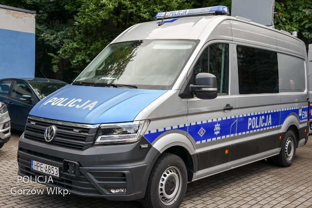 Gorzowska policja wzbogaciła się o nowy furgon APRD, czyli Ambulans Pogotowia Ruchu Drogowego.