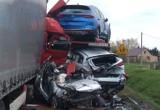Kisielnica. Tragiczny wypadek na drodze krajowej 61. Ciężarówka dosłownie zmiażdżyła samochód osobowy. Kierowca nie przeżył [ZDJĘCIA]