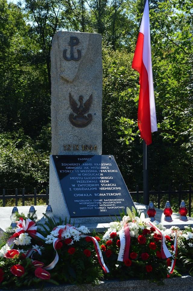 Uroczystość odsłonięcia odnowionego pomnika (z 1974 roku) upamiętniającego żołnierzy AK