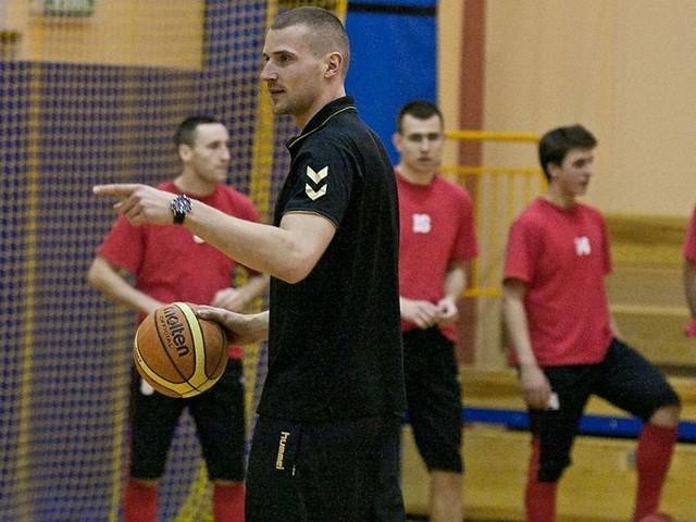 Na piątkowy trening piłkarzy Gryfa przybyli koszykarze Energi Czarnych: Mantas Cesnauskis i Paweł Leończyk.