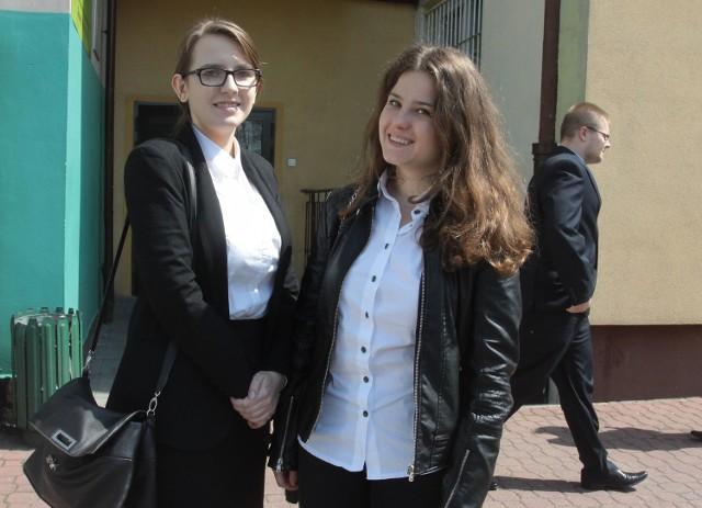 Maturzystki Joanna Stefaniak (z lewej) i Barbara Senderowska. Czekają je jeszcze egzaminy m.in. z języka angielskiego i geografii.