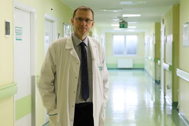 Dr hab. n. med. Krzysztof Tomasiewicz, szef kliniki chorób zakaźnych SPSK1