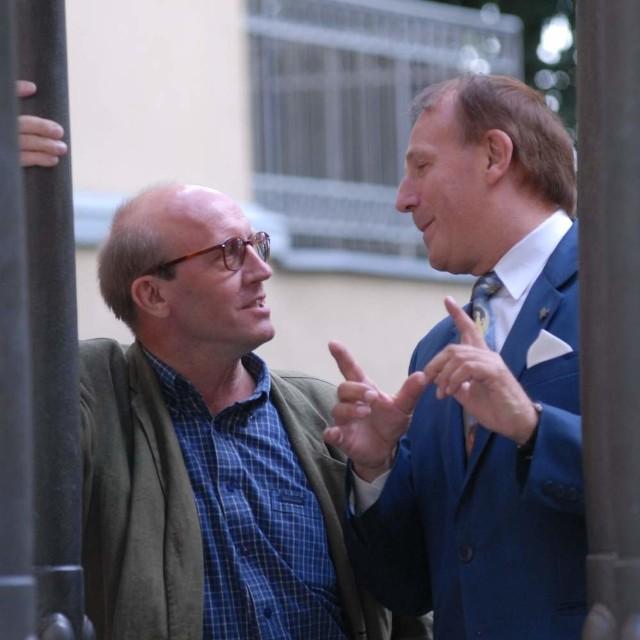 Artur Barciś rozmawia z byłym rektorem uniwersytetu Stanisławem S. Nicieją.