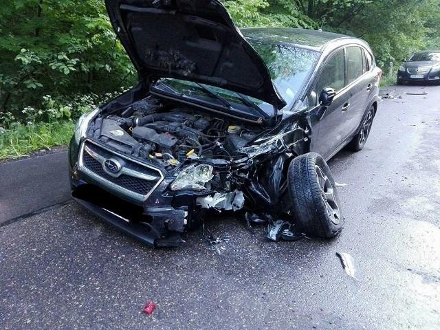 Do wypadku doszło w piątek około godziny 19 na drodze relacji Brańsk - Rudka. Kierujący volkswagenem na łuku drogi prawdopodobnie stracił panowanie nad pojazdem i zderzył się z jadącym z naprzeciwka subaru. Na szczęście nikt nie został ranny. Zdjęcia dzięki uprzejmości OSP Brańsk.