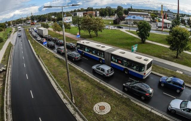 Mieszkańcy się denerwują, bo autobusy utykają w korkach i dojeżdżają spóźnione