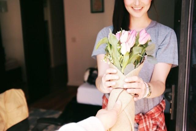 Dzień Kobiet 2021. Kiedy wypada? Co podarować bliskiej nam kobiecie z okazji jej święta? Odpowiadamy!