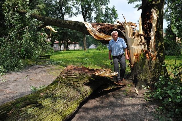 - Takich szkód w tyczyńskim parku nihdy nie było. Nawałnica dała radę tak potężnym drzewom… – mówi pan Roman, mieszkaniec Tyczyna.
