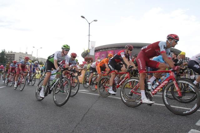 Tragiczna śmierć Bjorga Lambrechta na trasie Tour de Pologne wywołała falę dyskusji na temat bezpieczeństwa w wyścigach kolarskich. 22-letni kolarz uderzył w poniedziałek w betonowy przepust w Czerwionce-Leszczynach i mimo błyskawicznej akcji lekarzy zmarł na stole operacyjnym w szpitalu w Rybniku. W ostatnich 25 latach śmierć na trasie lub w trakcie wszystkich wyścigów (łącznie z amatorskimi) poniosło 71 osób.