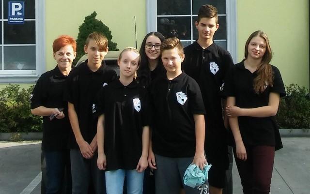 Uczestnicy mistrzostw Polski ze Skwierzyny razem z instruktorką.