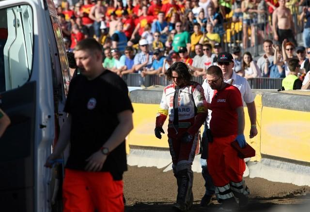Po wypadku Taia Woffindena w 13. biegu na torze pojawiły się służby medyczne