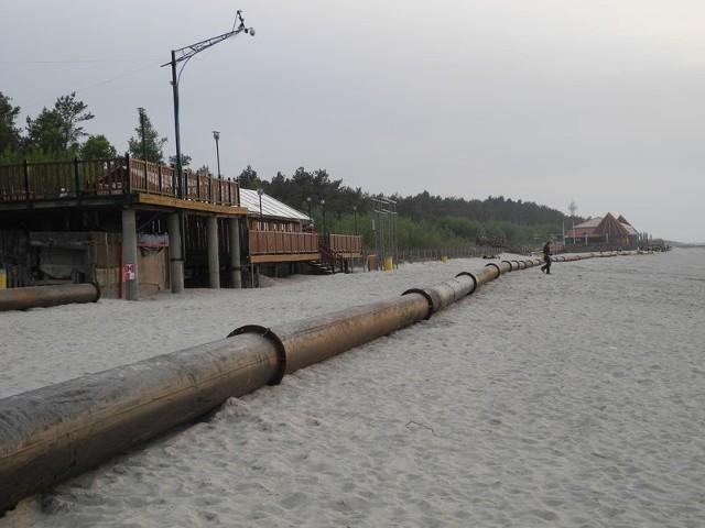 Piasek z portu specjalnymi rurami trafi na plaże.